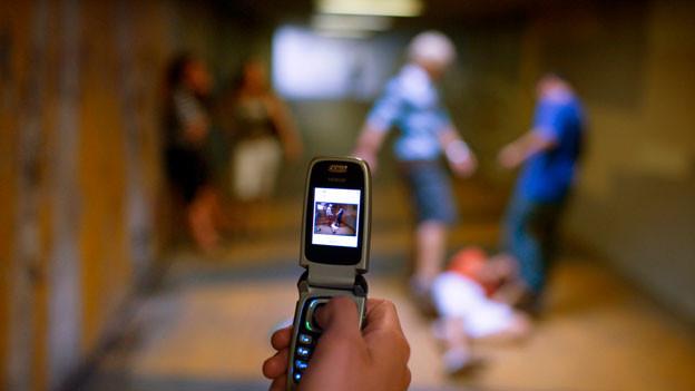 Ist es schon Zivilcourage, wenn man der Polizei hilft und z.B. eine Tat und die Täter filmt?