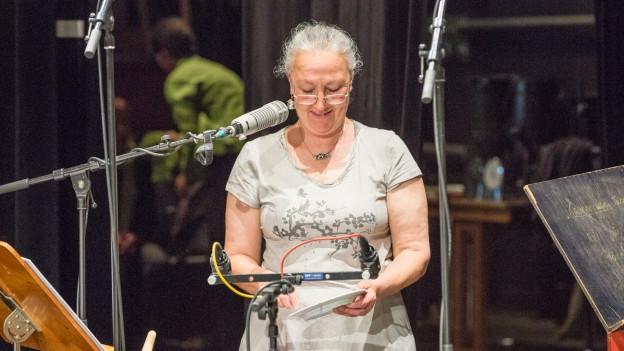 Live-Hörspiel von der Bühne.