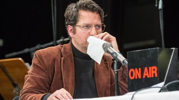 Rolf Hermann von den Gebirgspoeten beim Auftritt.