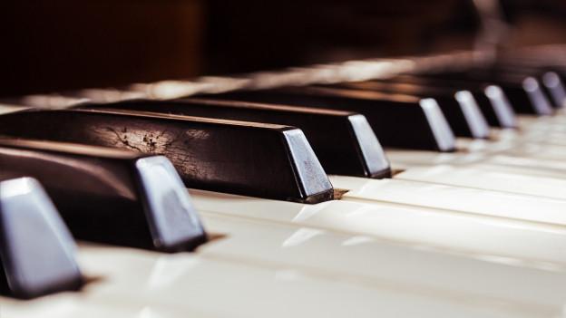 Klaviertastatur von Nahem.
