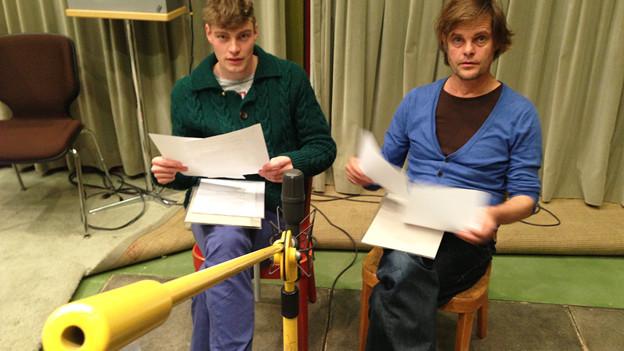 Im Basler Hörspiel-Studio: Die Sprecher Andreas Helgi Schmid (links) und Lars Rudolph.