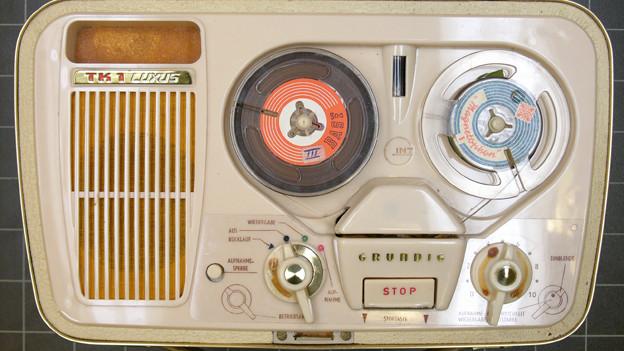Auf Flohmärkten findet man allerlei Sachen - auch alte Tonbandgeräte.