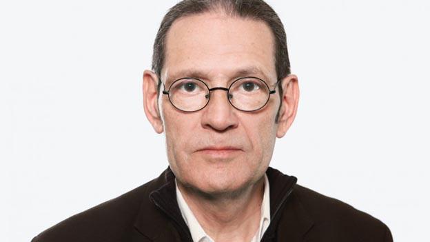 Der Hörspielregisseur Claude Pierre Salmony.