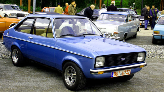 Ein Blauer Ford Escort.