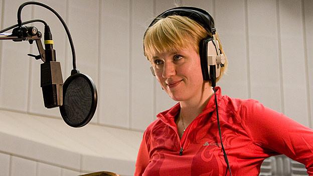 Winnie Böwe: Erzählerin und Sängerin.