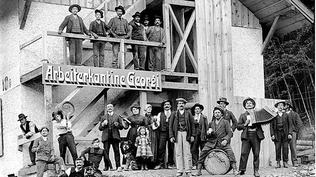Arbeiter vor Kantine Georgi