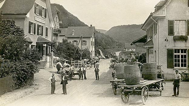 Brennkirschanlieferung Bahnhof Tecknau