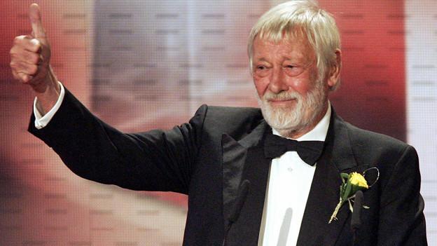 Schauspieler Dietmar Schönherr in Köln bei der Verleihung des Deutschen Fernsehpreises 2005.