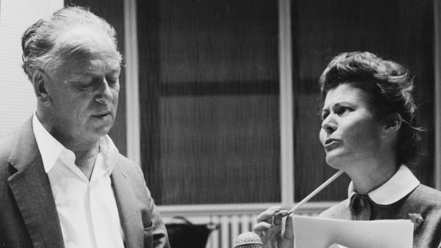 Leopold Biberti und Anne-Marie Blanc im Hörspielstudio.