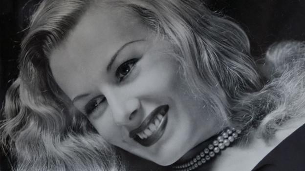 Syra Marti. Portrait.