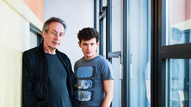 Robert Hunger-Bühler und Joel Basman im Hörspielstudio.