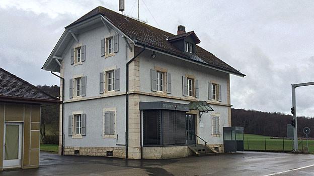Zollhaus in Les Bornes im Stil der 50er Jahre.