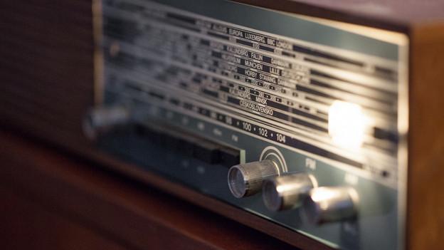 Ein altmodisches Radiogerät.