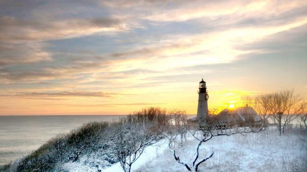 Leuchtturm im Gegenlicht in Cape Elisabeth, Maine.