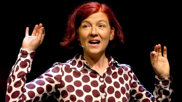 Clara Buntin auf der Bühne.