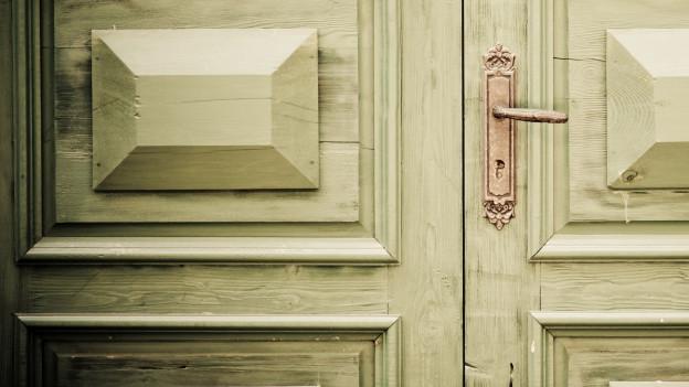 Alte Tür von aussen.