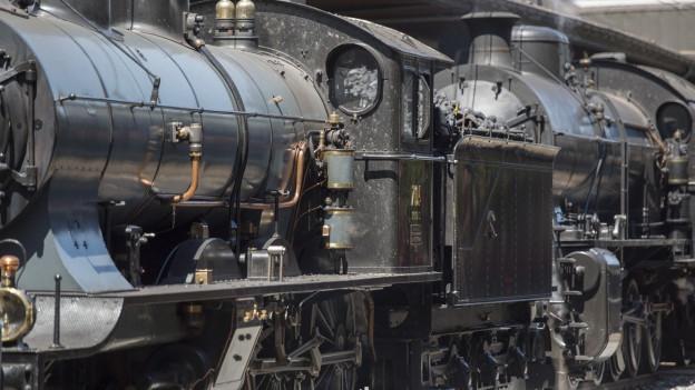 Für nostalgische Fahrten fährt der historische Dampfzug mit den Dampfloks A3/5 705 und C5/6 2978 noch.