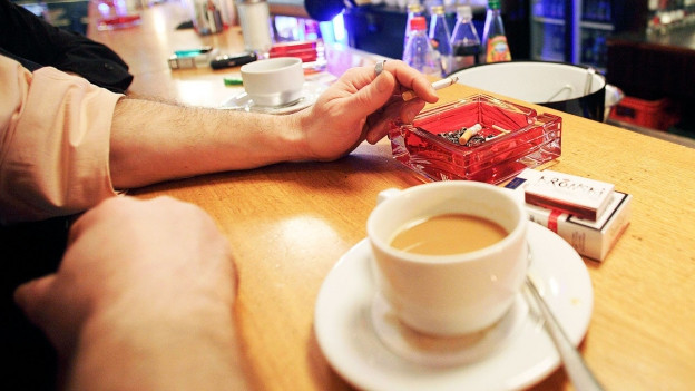 Symbolbild: ein verrauchtes Kaffee