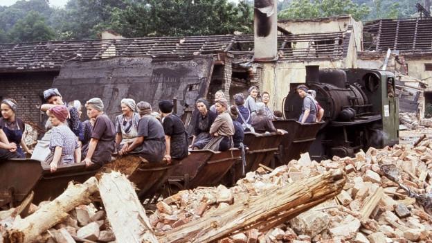 Still aus einem Film zum Thema Nachkriegszeit.