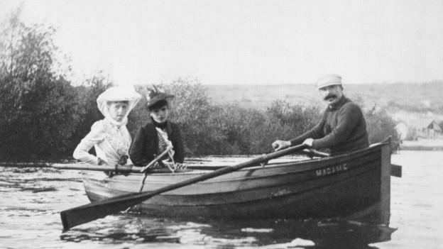 Mme Straus, Mme Lippmann, geborene Colette Dumas, und Guy de Maupassant auf dem Genfersee (1889).