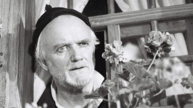 Emil Hegetschweiler als Joggeli im Film «Ueli der Pächter» von Franz Schnyder aus dem Jahr 1955.