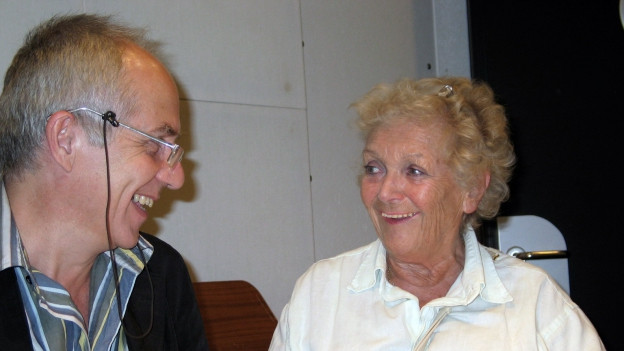 Geri Dillier (Regisseur) und Stephanie Glaser während der Aufnahmen im Hörspielstudio.