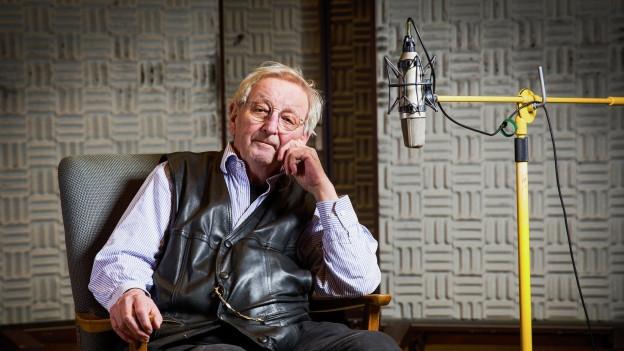 Peter Bichsel im Hörspielstudio