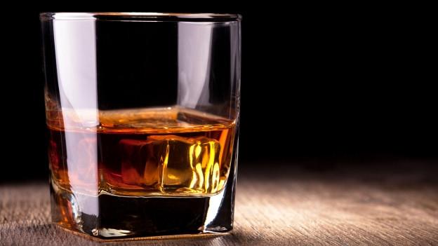 Paul Temple: Ohne Drink geht gar nichts.