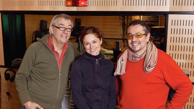 Ueli Jäggi (Max) und Monica Gillette (Lynn) mit Leonhard Koppelmann, Regisseur.