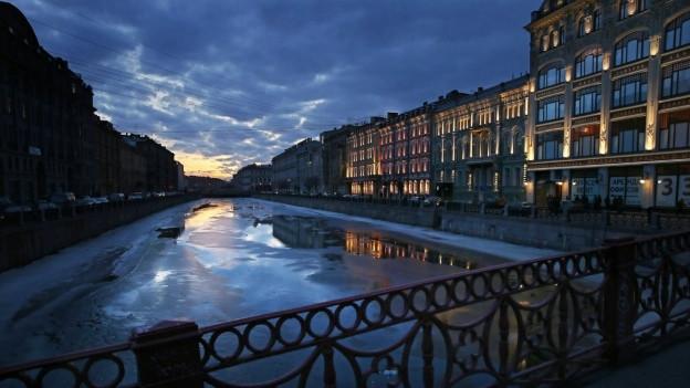 Schauplatz der Geschichte: Leningrad, heute St. Petersburg.