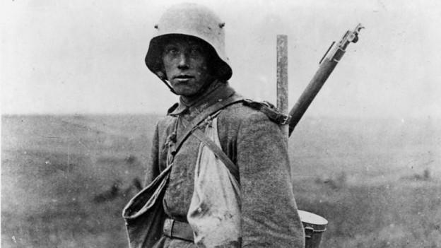 Deutscher Soldat an der Westfront, Stoss- bzw. Sturmtruppler mit einem Karabiner 98a-Gewehr.