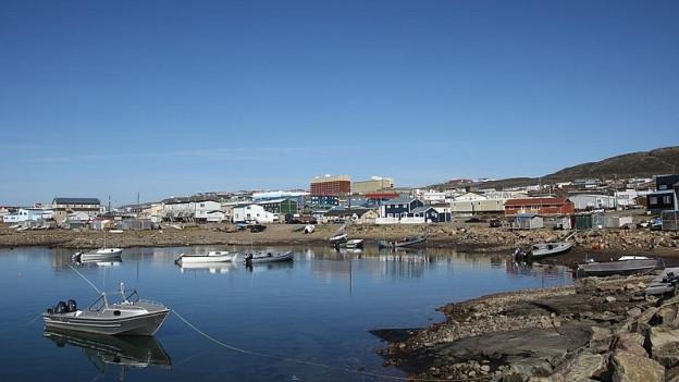 Hafengebiet von Iqaluit, der Hauptstadt von Qikiqtaaluk.