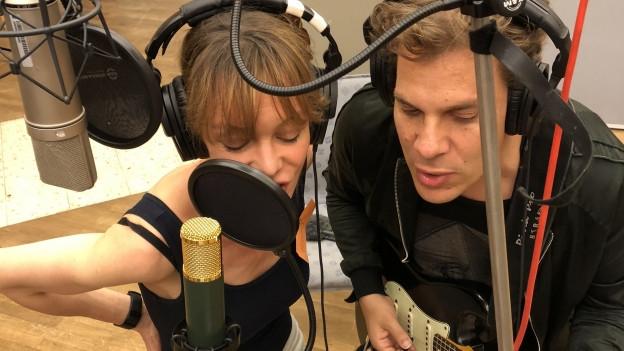 Influencerin Mona und Gitarrist Hannes