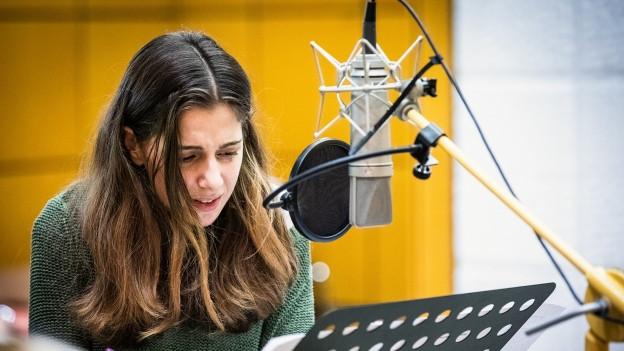 Aysima Ergün spricht die 17-jährige Hazal.