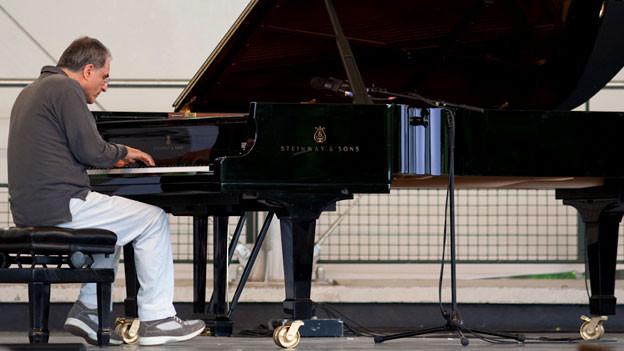 Enrico Pieranunzi an einem Konzert (2010).
