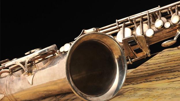 Detailaufnahme eines Saxophons.