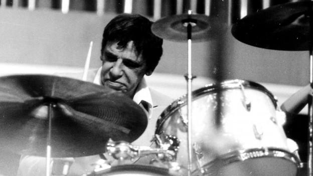 Buddy Rich am Schlagzeug