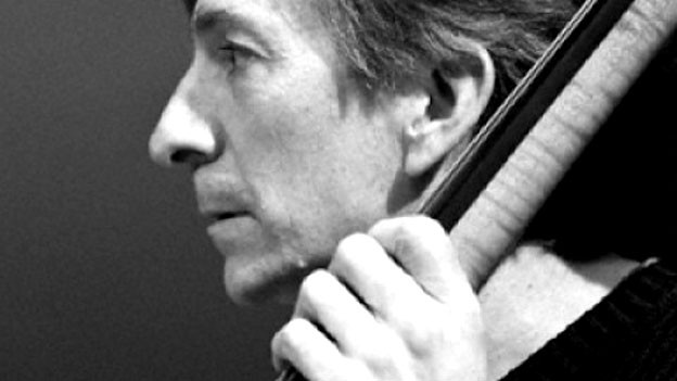 Greg Cohen: Die Downtown-Szene vertraut ebenso auf sein solides Fundament wie Popmusiker von Elvis Costello über Lou Reed bis zu Keith Richards und Laurie Anderson.