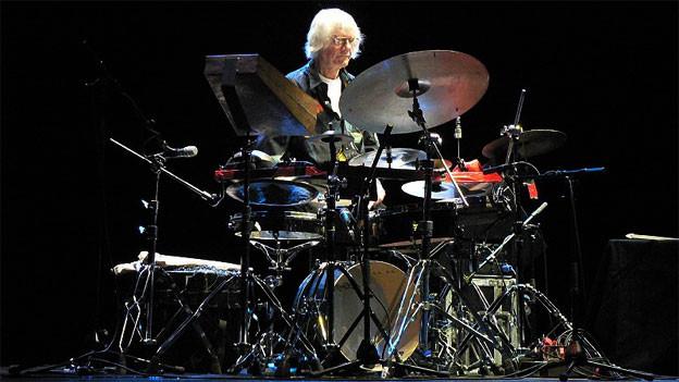 Ein Mann und sein Schlagzeug: Tony Oxley.