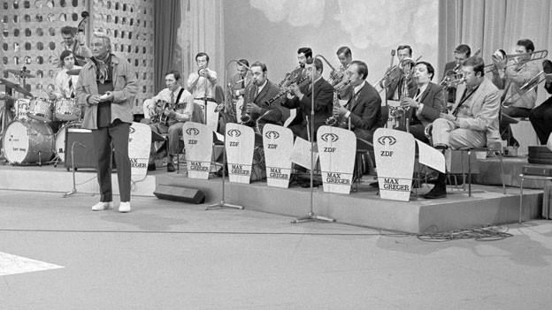 Teddy Stauffer mit dem Max Greger Orchester