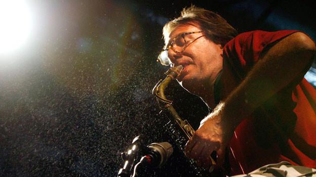 John Zorn am Saxofon.