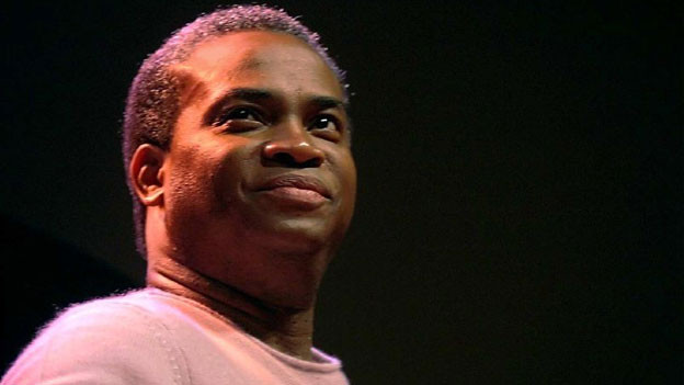 Der Jazzgitarrist Russell Malone swingt auf Teufel komm raus.