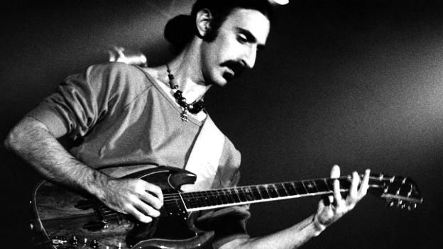 Frank Zappa lästerte gerne über Jazz. Doch ganz ohne Jazzeinfluss war auch seine Musik nicht.