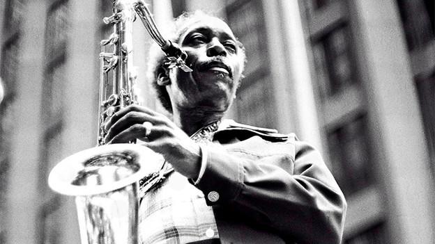 Sonny Stitt mit Saxophon