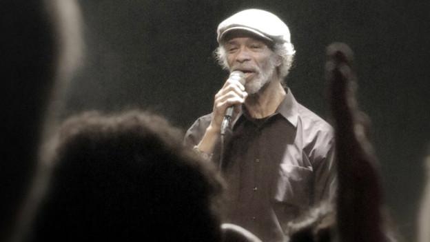 Gil-Scott Heron an einem Konzert 2010.