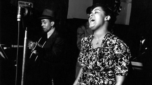 "Jazzsängerin Billie Holiday singt 1939 den Protestsong ""Strange Fruits"""