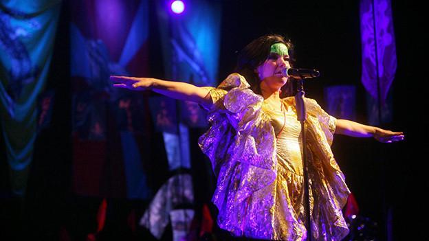 Die isländische Sängerin umgibt ein seltsamer Zauber: Björks Musik ist auch für Jazzer interessant.