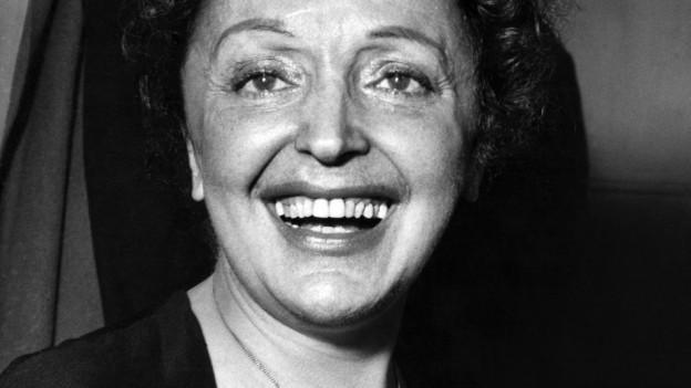Porträt der Sängerin Edith Piaf.
