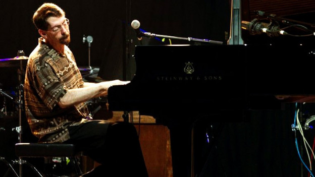 Der Pianist Fred Hersch während eines Konzerts.
