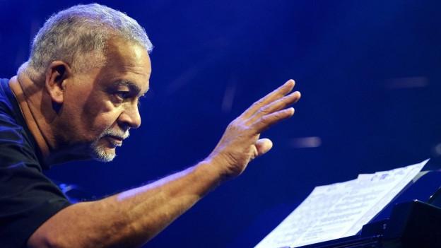 Der amerikanische Pianist und Komponist, Joe Sample, performte bereits am Montreux Jazz Festival.